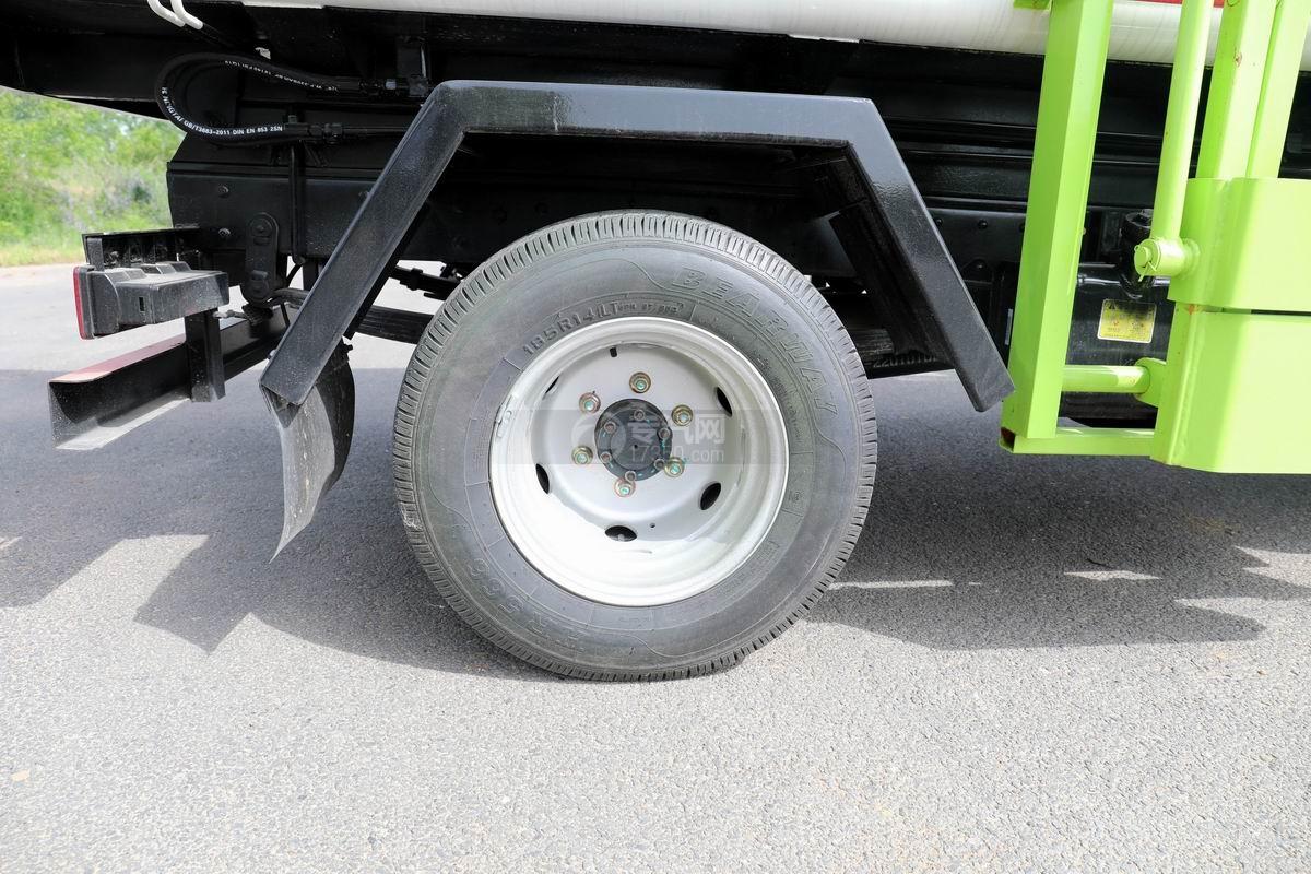 开瑞国六自装卸式垃圾车轮胎