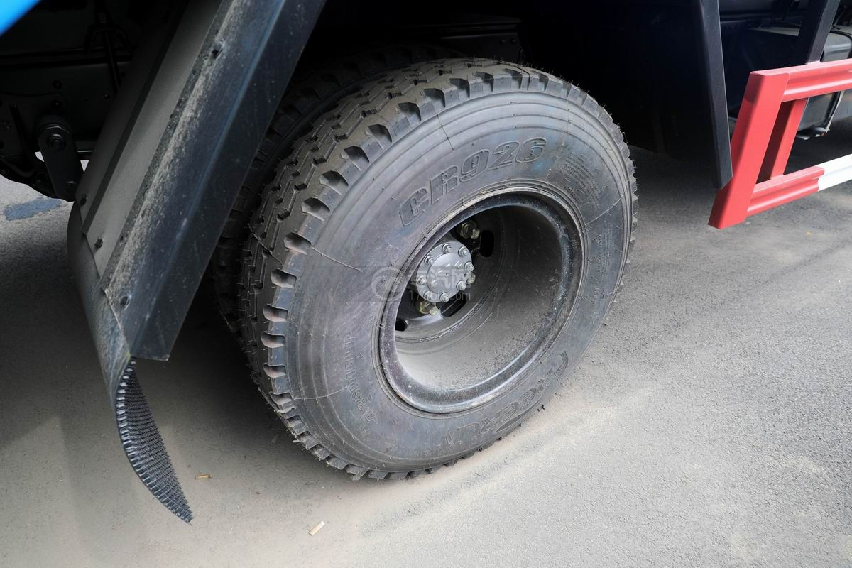 庆铃五十铃ELF国六压缩式垃圾车轮胎