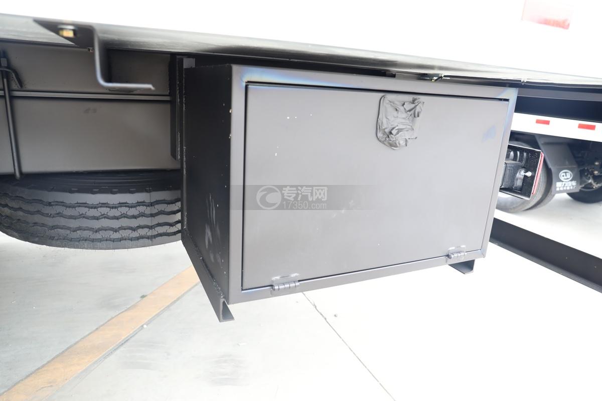 江淮格尔发A5X国五6.8米冷藏车工具箱