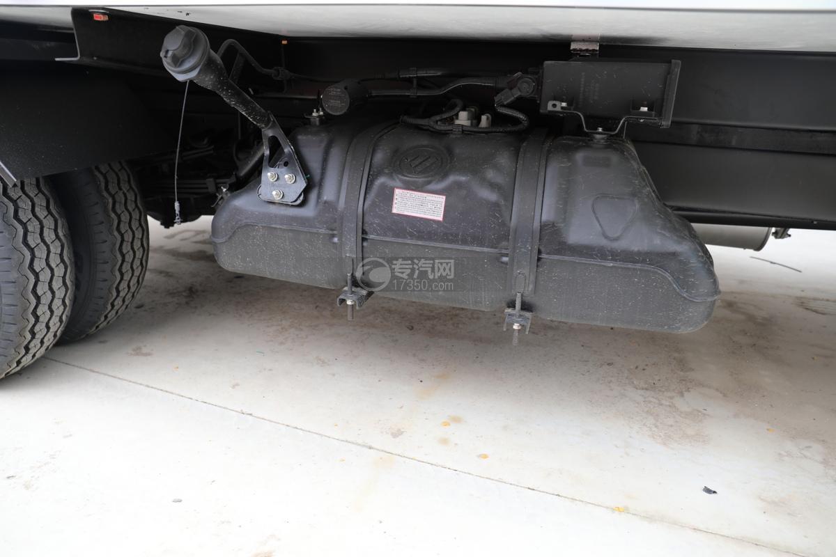 福田祥菱M2国六3.7米冷藏车油箱