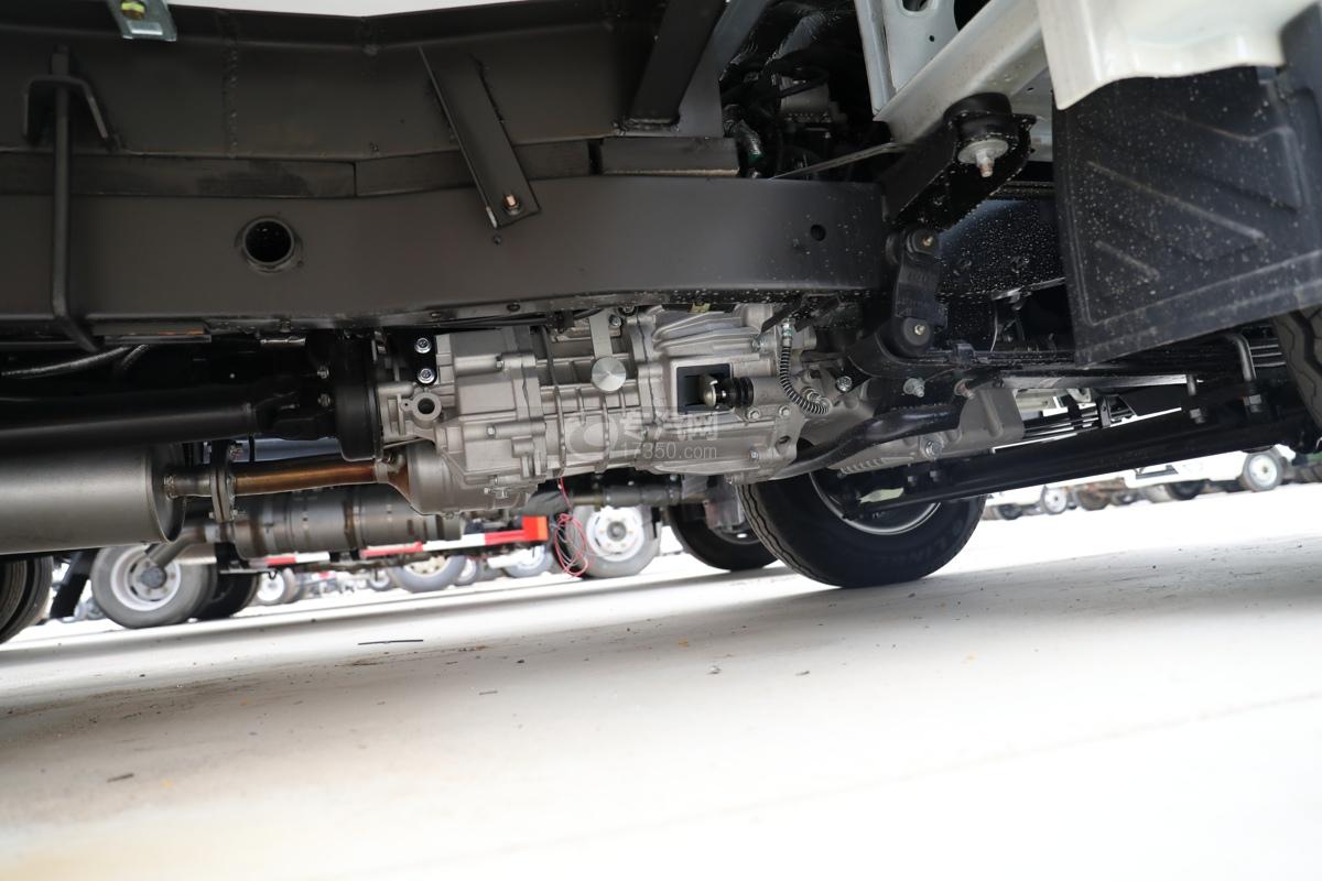 福田祥菱M2国六3.7米冷藏车变速箱