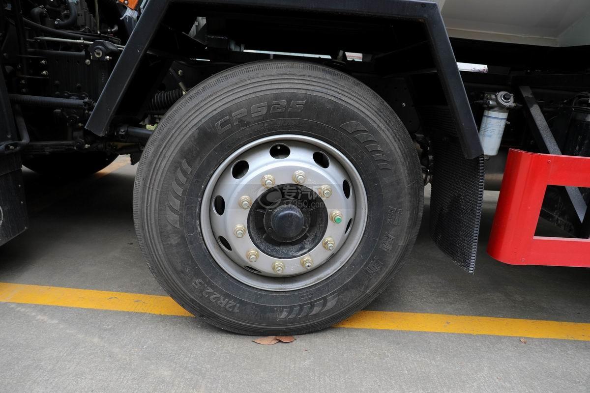 陕汽轩德翼6小三轴散装饲料运输车轮胎
