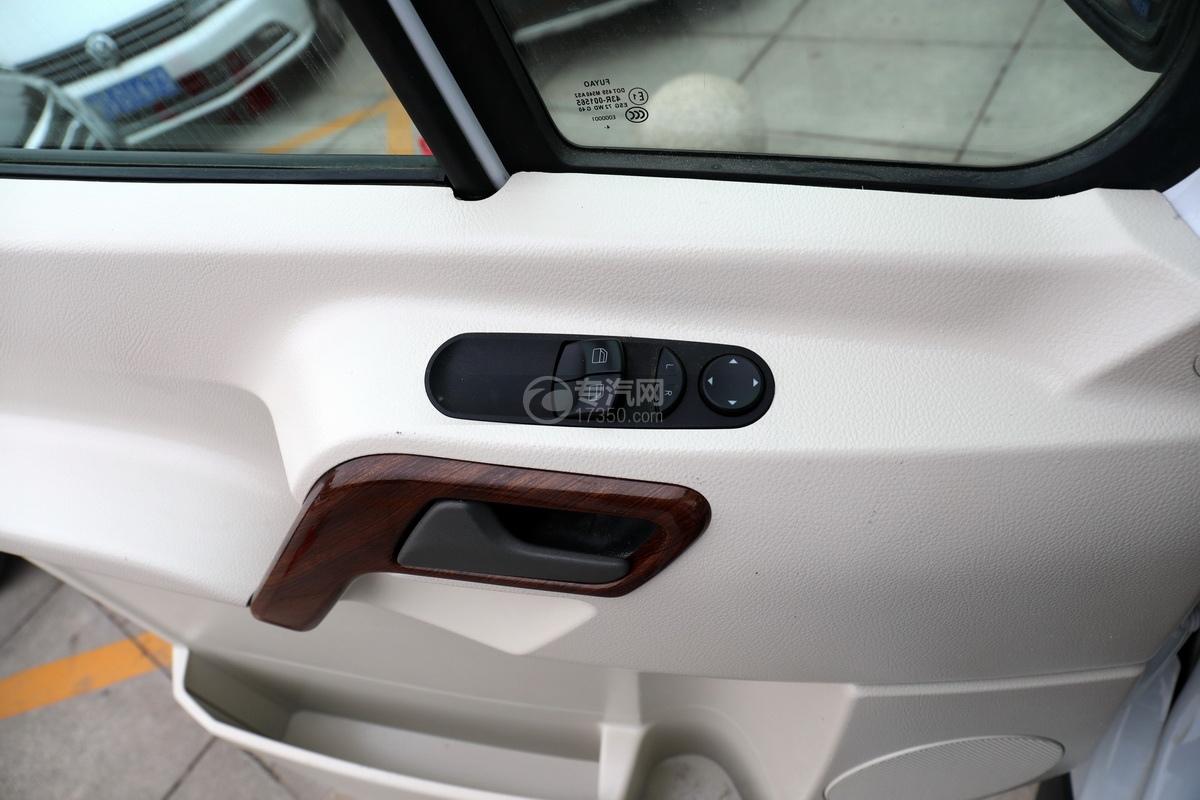 奔驰宾斯特B型房车车门细节