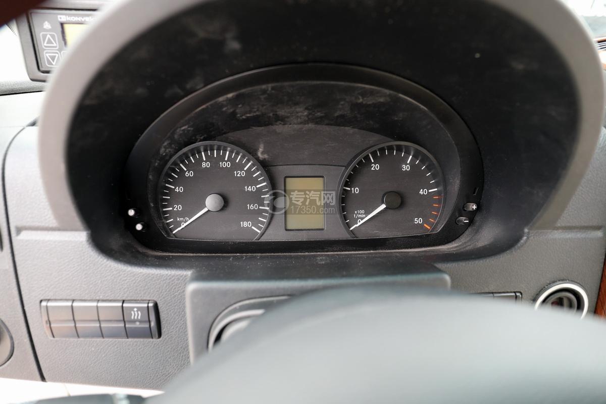 奔驰宾斯特B型房车仪表盘