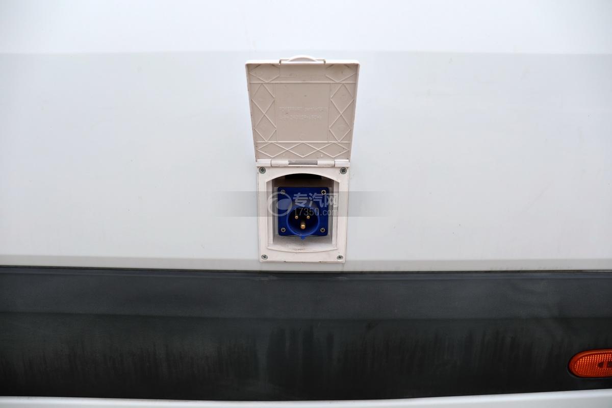 奔驰宾斯特B型房车充电口