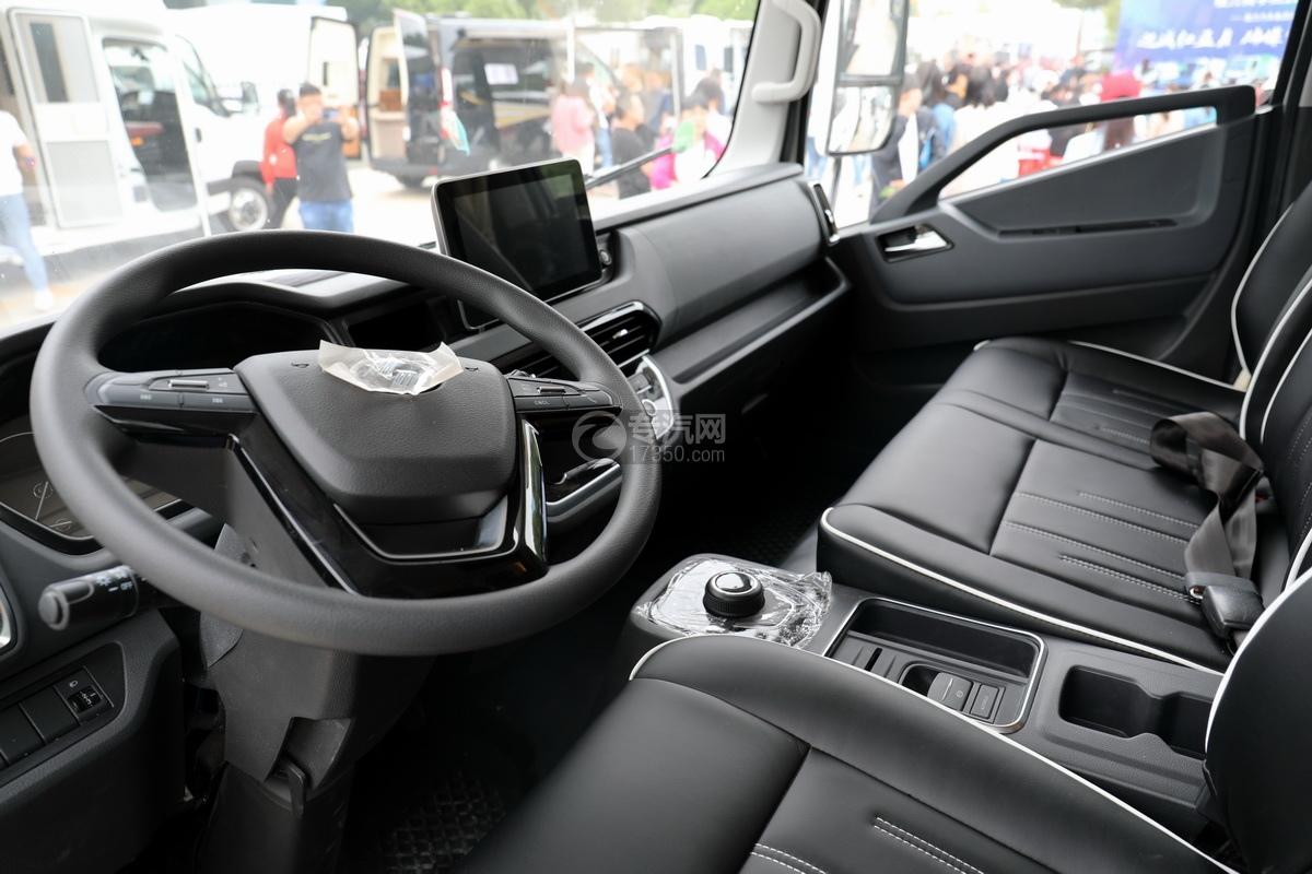 跃进快运H500国六C型房车驾驶室