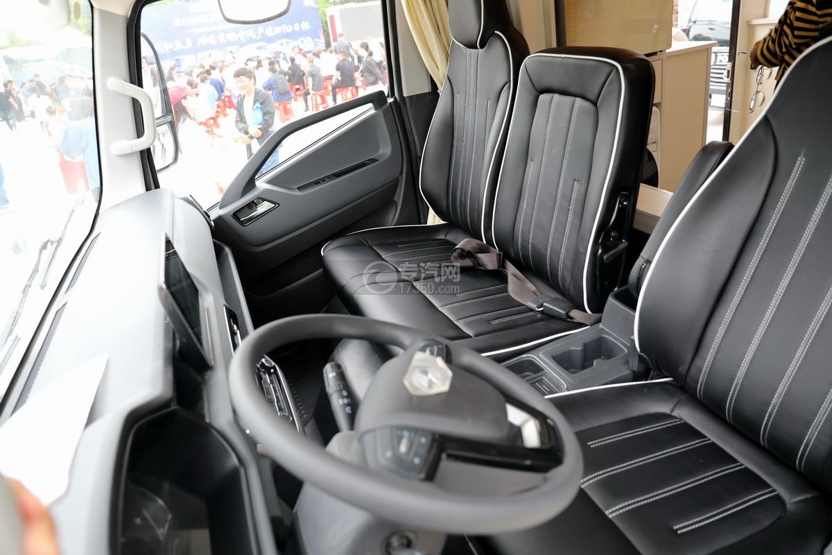跃进快运H500国六C型房车驾驶室座椅