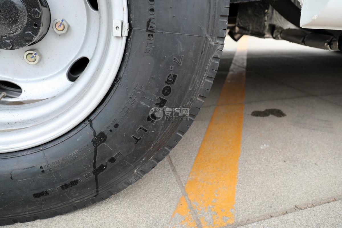 跃进快运H500国六C型房车轮胎细节