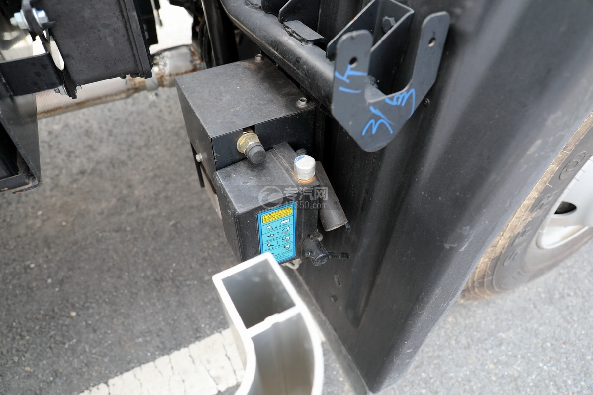 江淮格尔发A6L单桥国六铝合金畜禽运输车驾驶室翻转装置