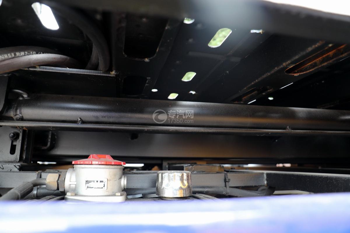 重汽豪曼H3国六一拖二蓝牌清障车(白色)油缸
