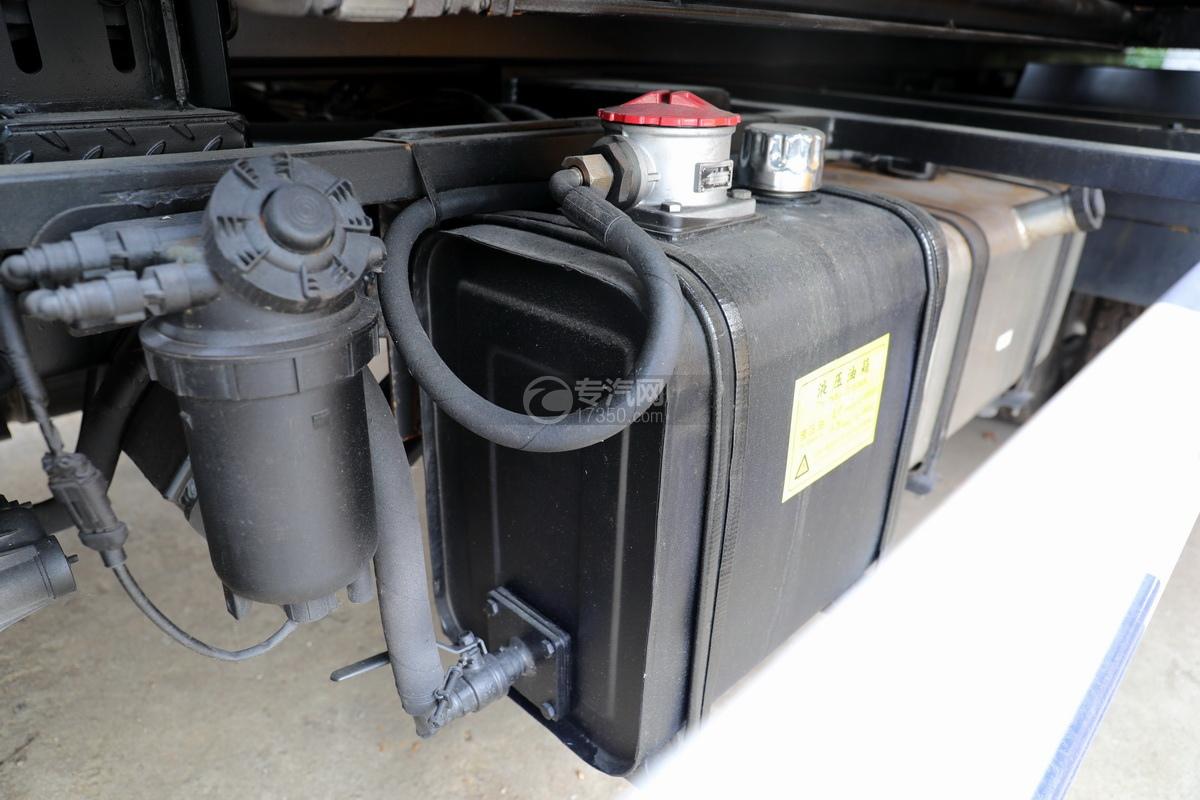 重汽豪曼H3国六一拖二蓝牌清障车(白色)液压油箱