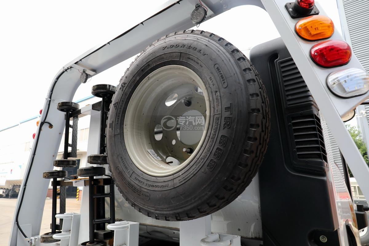 重汽豪曼H3国六一拖二蓝牌清障车(白色)轮胎