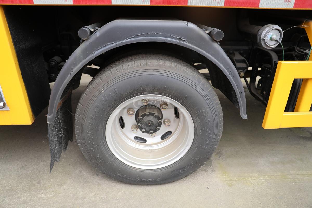 东风多利卡D6双排国六3.5方消防洒水车轮胎