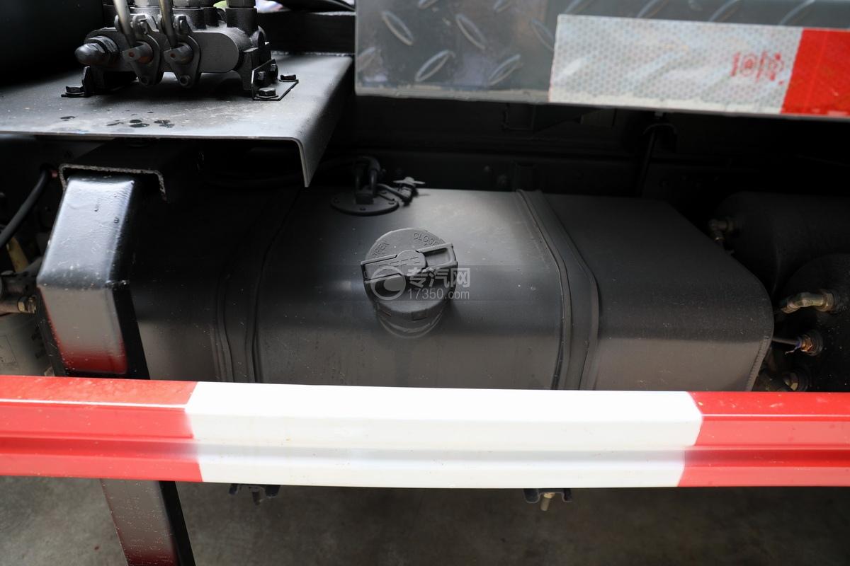 東風多利卡D6國六4.1方吸污車油箱