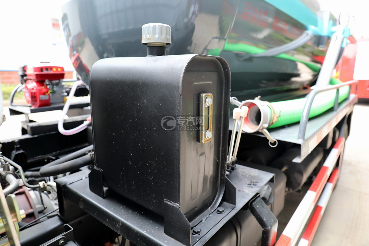 東風多利卡D6國六4.1方吸污車液壓油箱
