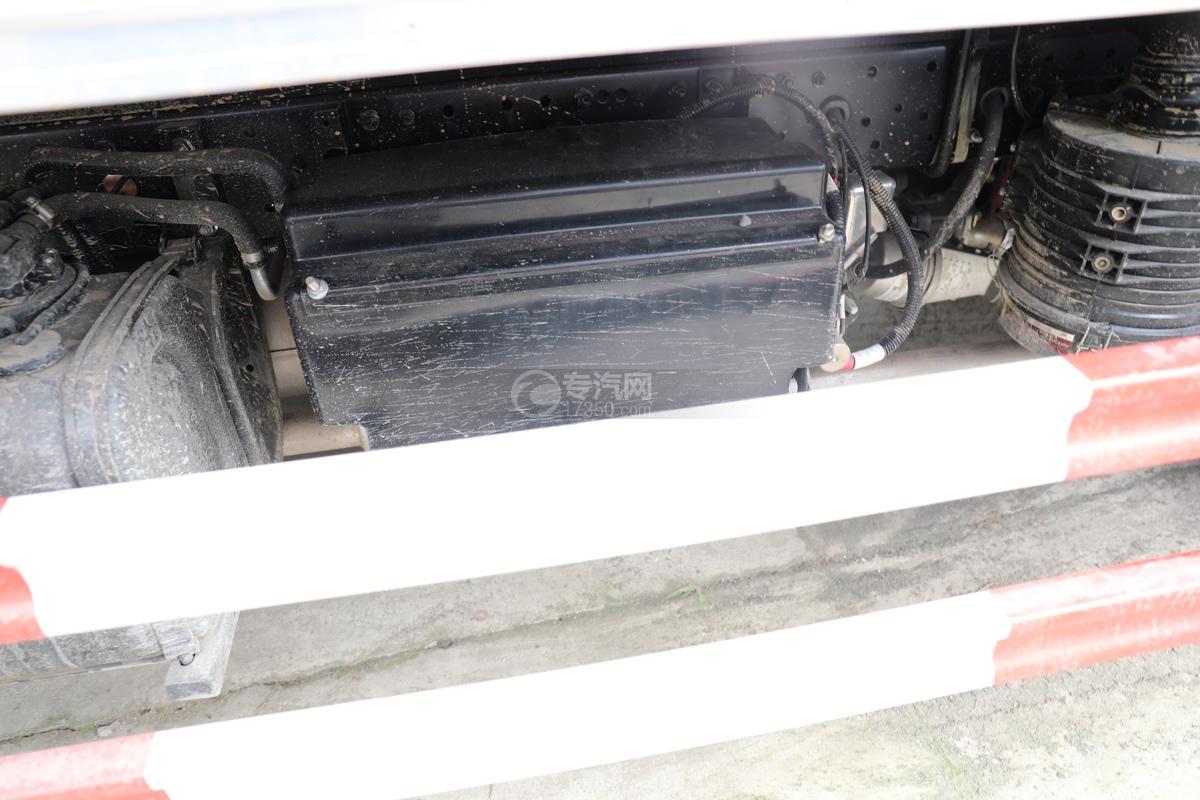 跃进福运S80国六3.35米防爆车储气罐