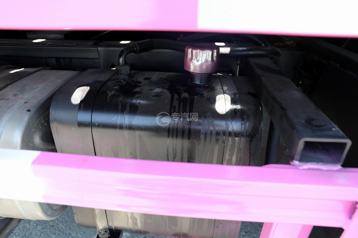 大运新奥普力国六一拖二蓝牌清障车(粉红色)液压油箱