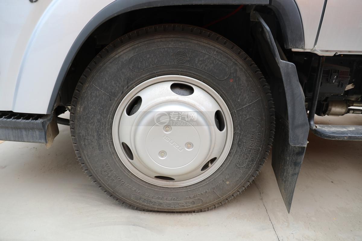 江西五十铃ELF双排EC5国六17.5米折叠臂式高空作业车轮胎