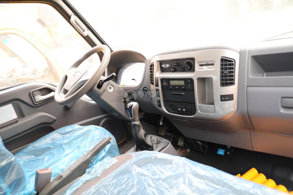 福田时代小卡之星3双排国六13.5米折叠臂式高空作业车中控台