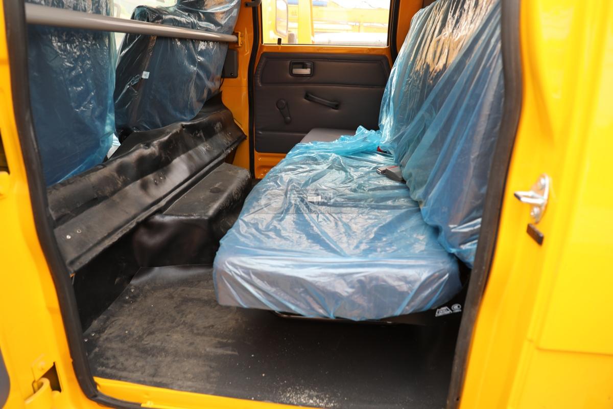 福田时代小卡之星3双排国六13.5米折叠臂式高空作业车后排座