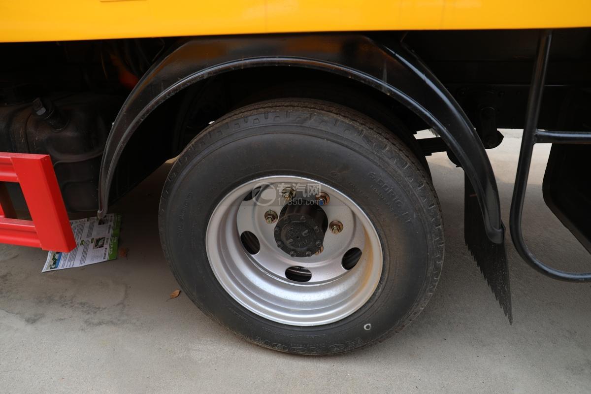福田时代小卡之星3双排国六13.5米折叠臂式高空作业车轮胎