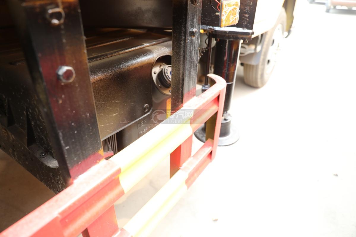 福田时代小卡之星3双排国六13.5米折叠臂式高空作业车尿素罐