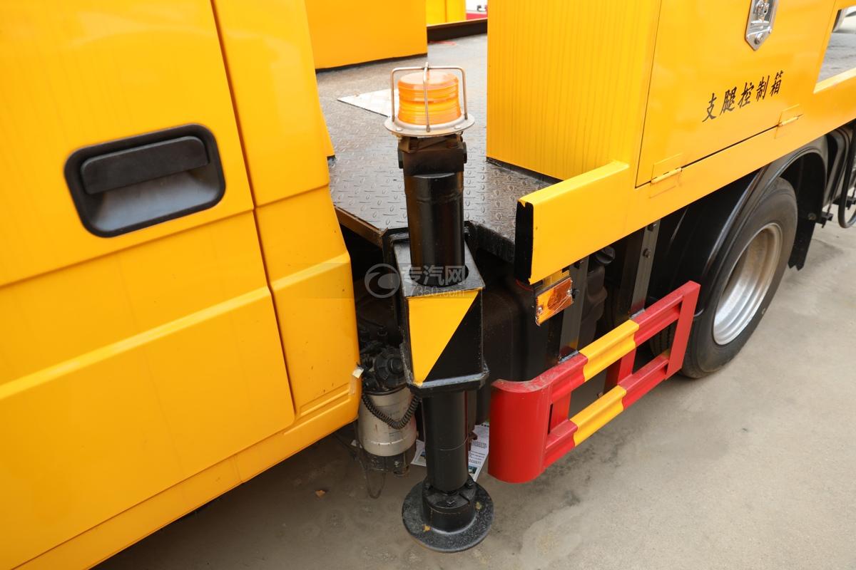 福田时代小卡之星3双排国六13.5米折叠臂式高空作业车前支腿