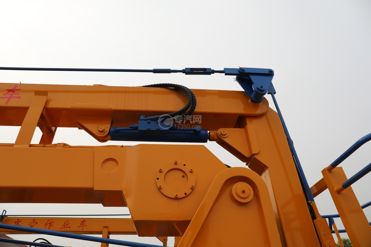 福田时代小卡之星3双排国六13.5米折叠臂式高空作业车油缸