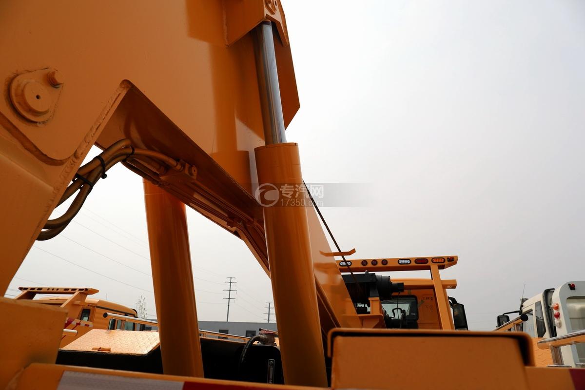 重汽豪瀚N5G单桥国六拖吊联体清障车油缸
