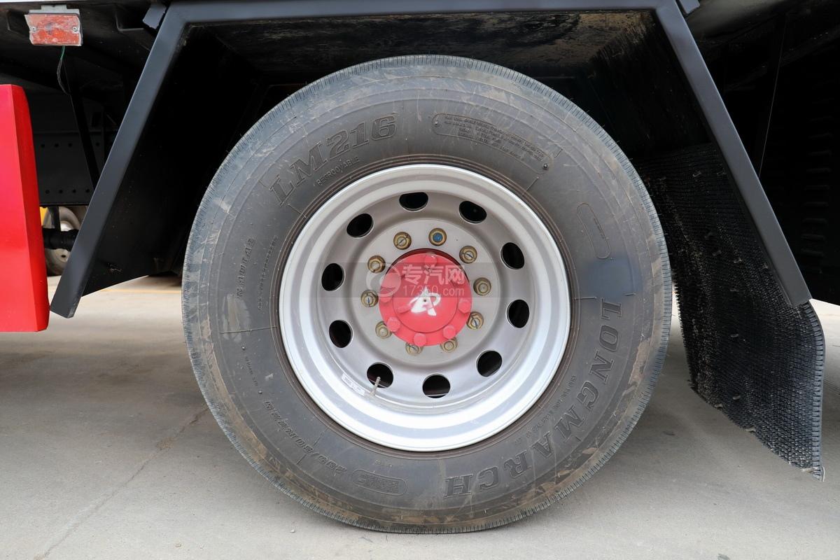 东风多利卡D9国六厢式畜禽运输车(红色)轮胎