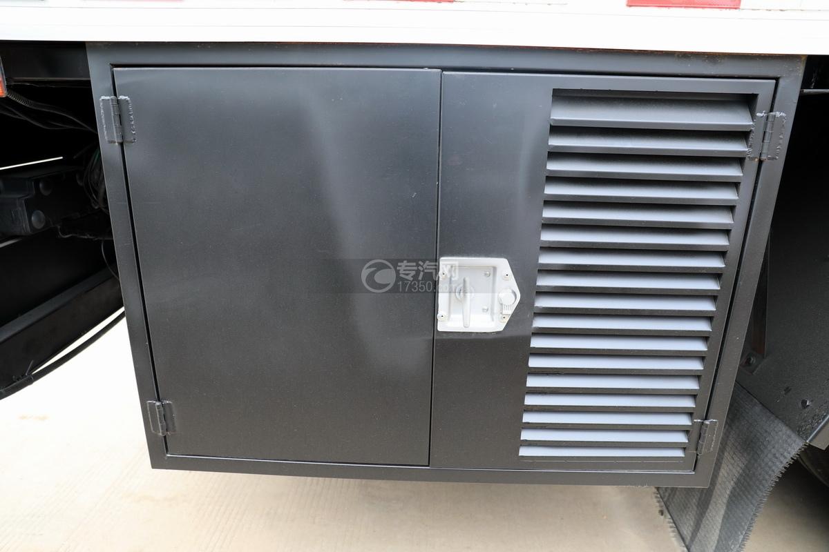 东风多利卡D9国六厢式畜禽运输车(红色)操作箱