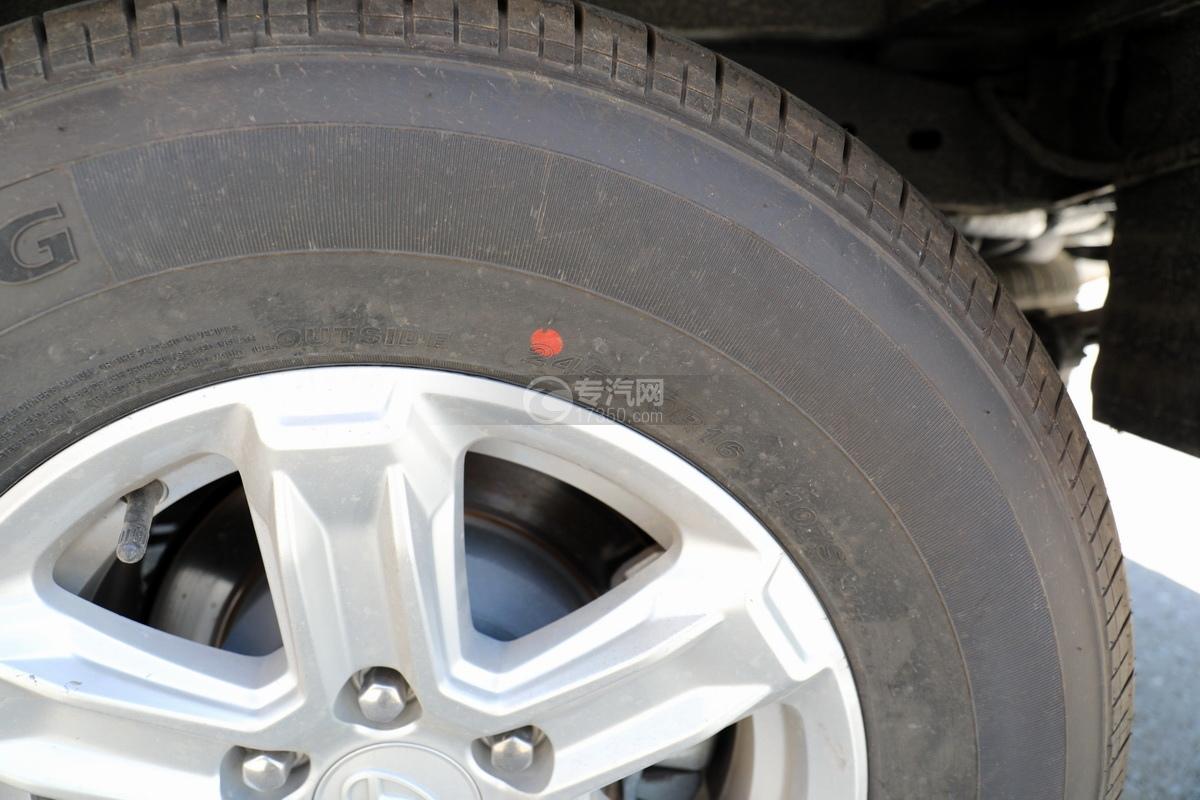 上汽大通maxus国六C型房车轮胎细节