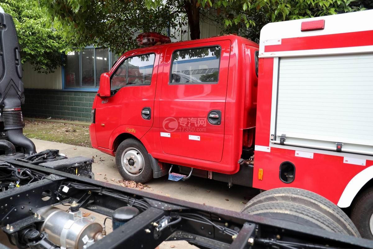 东风途逸双排国六水罐消防车双排驾驶室