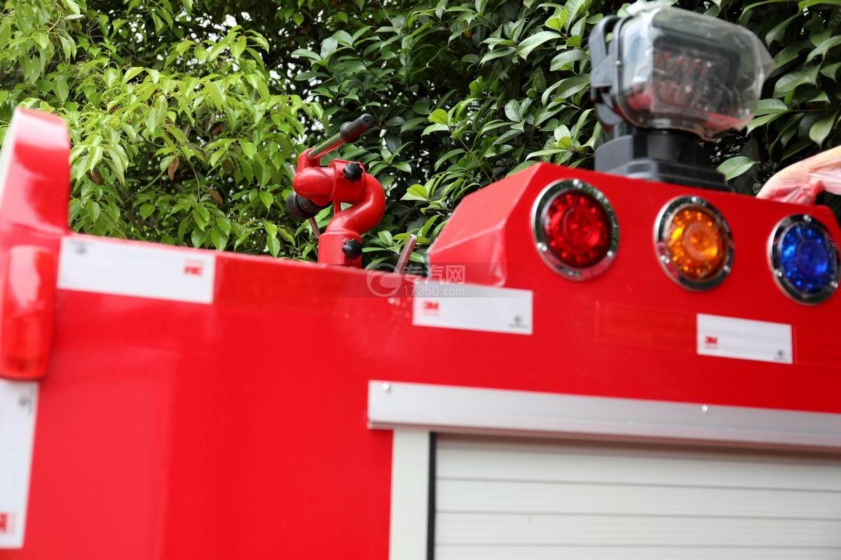 东风途逸双排国六水罐消防车消防水炮