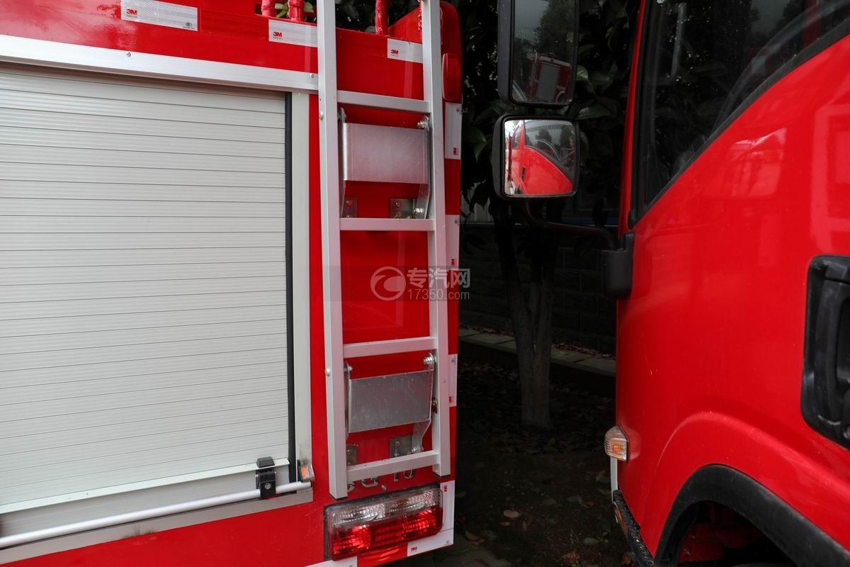 东风途逸双排国六水罐消防车上装爬梯
