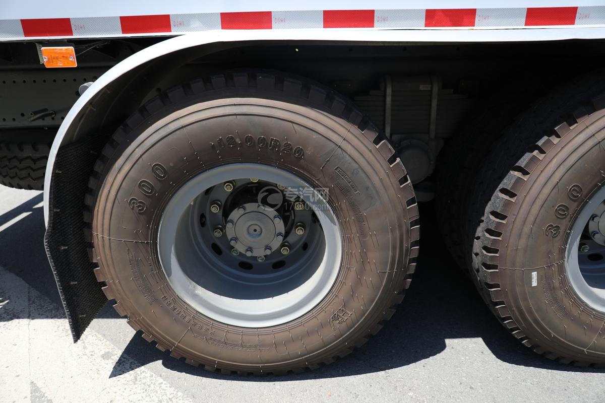 重汽豪沃TX后雙橋國六除雪車輪胎