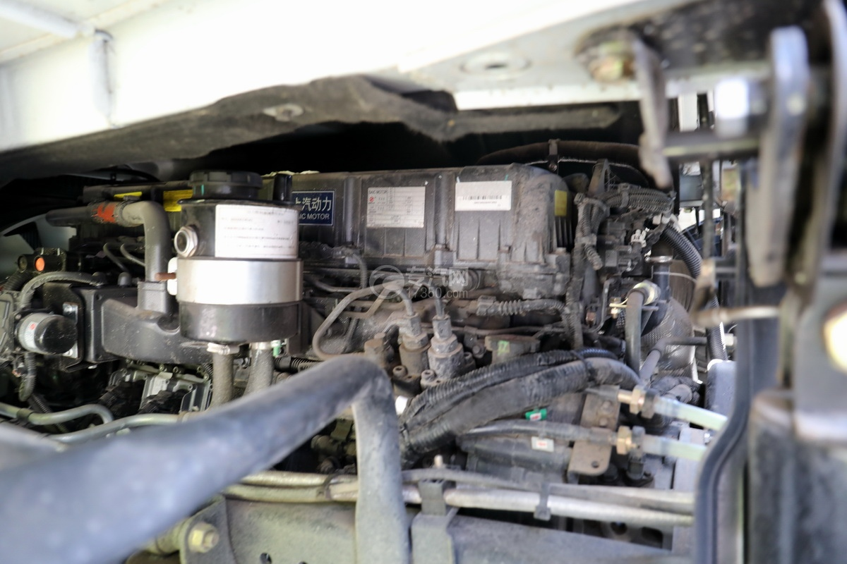 上汽红岩杰狮C6单桥国六拖吊联体清障车(白色)发动机