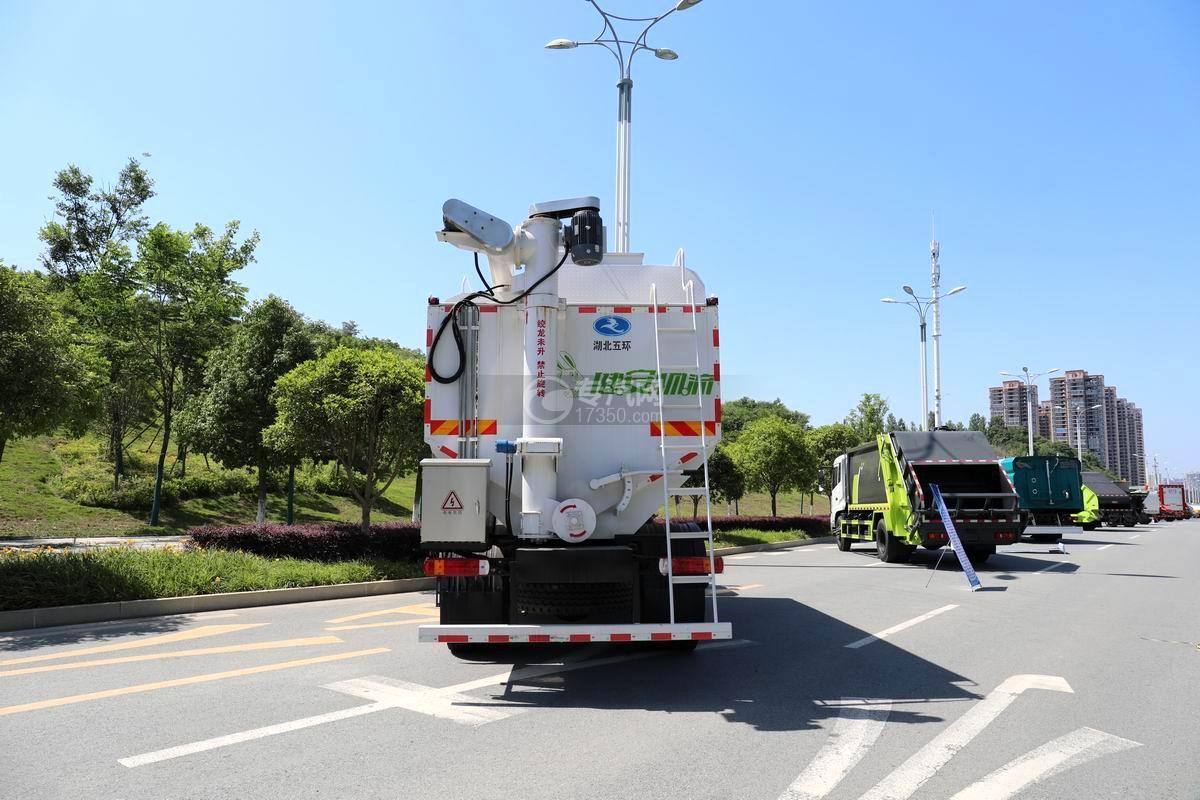 福田時代領航ES7排半國六散裝飼料運輸車正后方圖