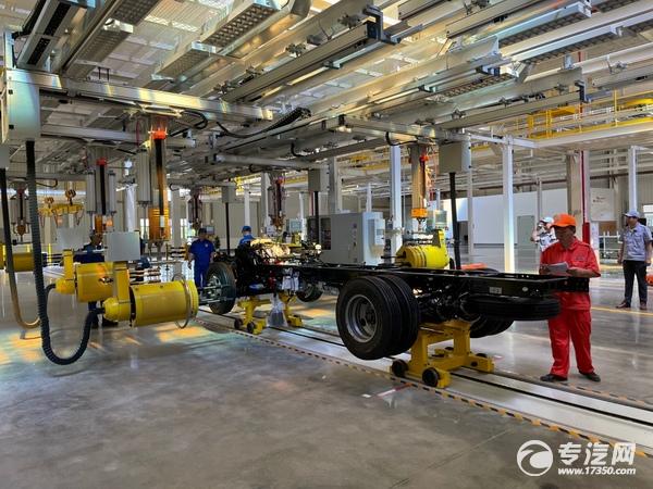 拥有自动化设备,实现废气零排放的总装车间