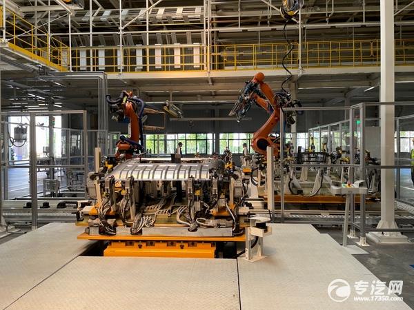 100%自动化焊接的焊装车间