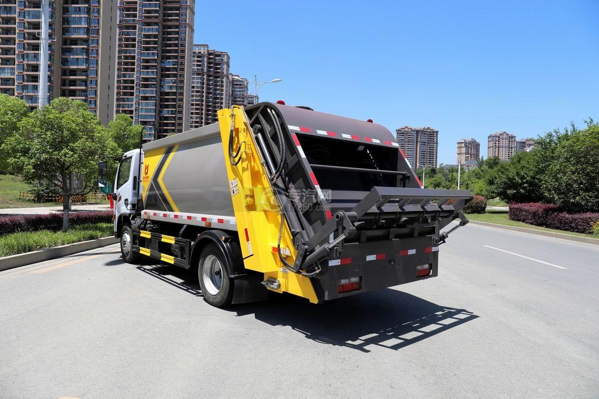 东风D6国六压缩式垃圾车侧后方图