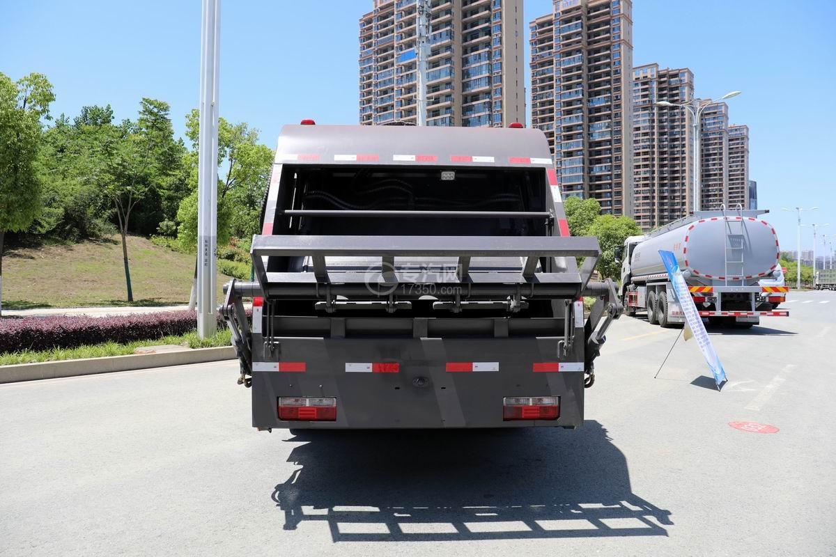 东风D6国六压缩式垃圾车正后方图