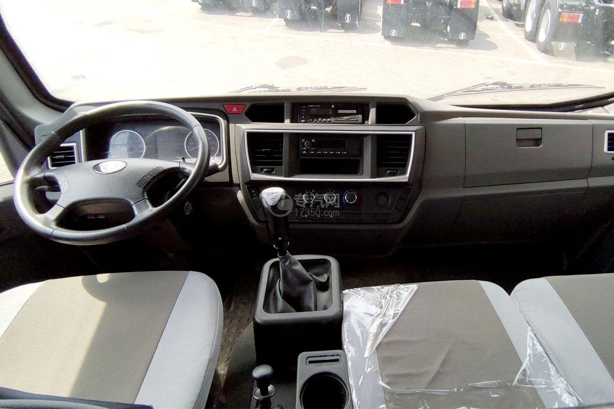 陕汽轩德X9国六自卸车驾驶室内部图