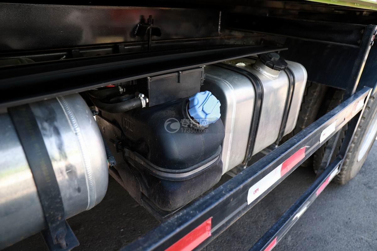 陕汽轩德X9国六自卸车油箱和尿素箱