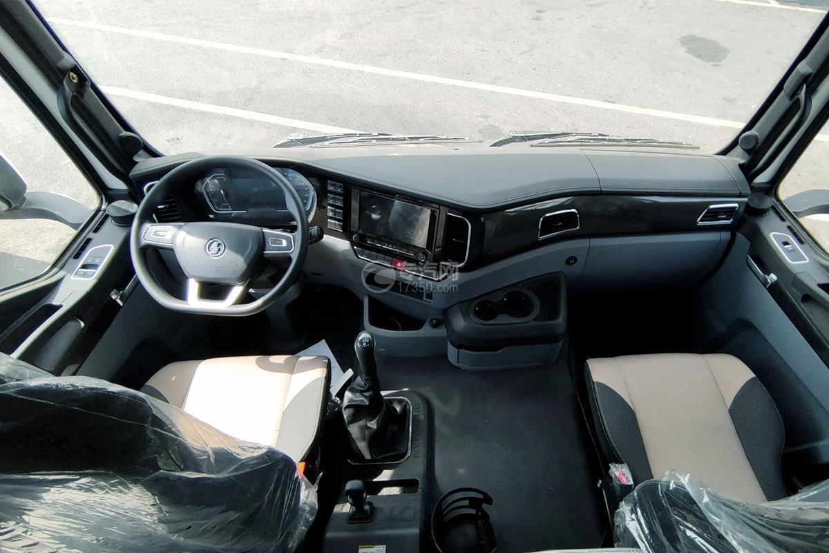 陕汽轩德翼3后双桥国六自卸车驾驶室内部图