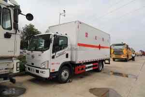 解放J6F國六5.2米易燃液體廂式運輸車圖片