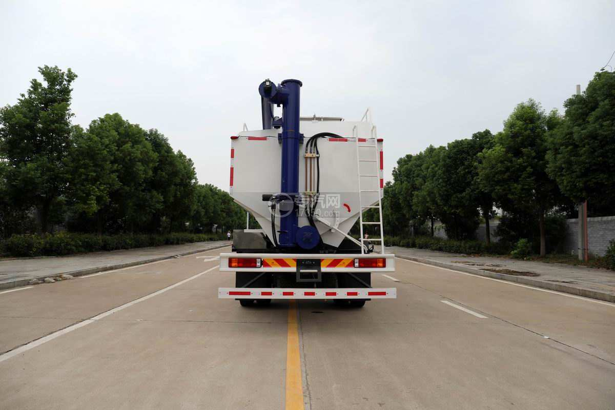 陕汽轩德翼6单桥国六散装饲料运输车正后方图