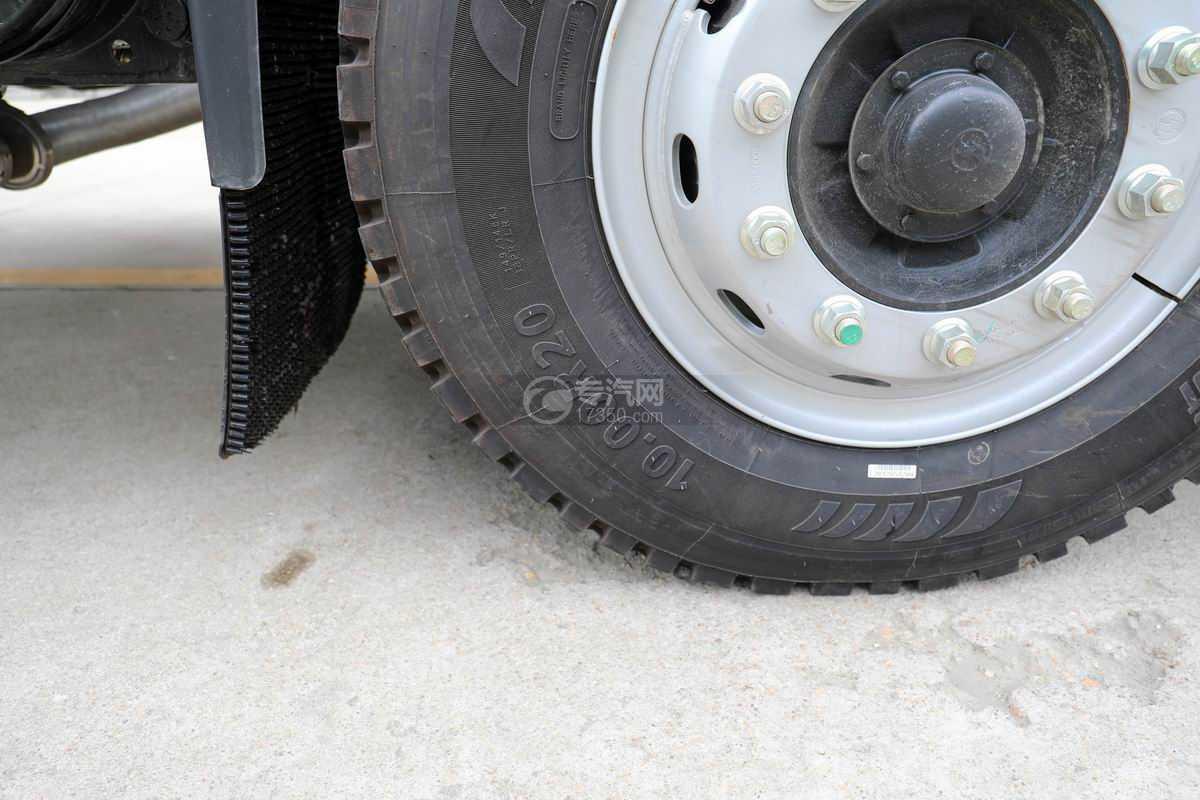 陕汽轩德翼6单桥国六散装饲料运输车轮胎规格