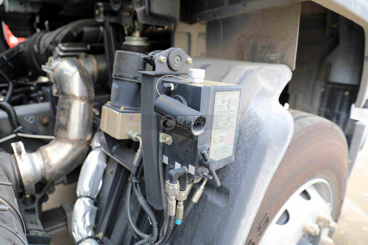 东风柳汽乘龙H5小三轴国六铝合金畜禽运输车驾驶室翻转装置