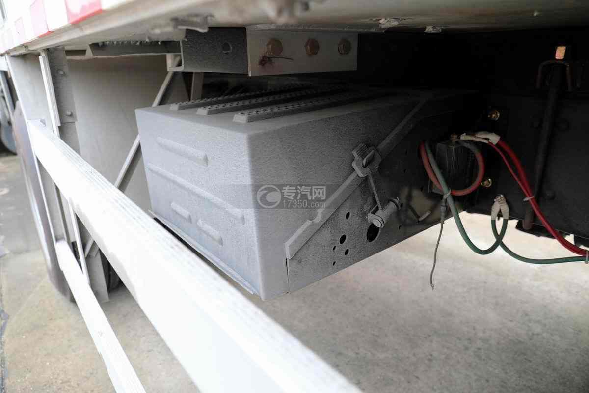 东风柳汽乘龙H5小三轴国六铝合金畜禽运输车蓄电池